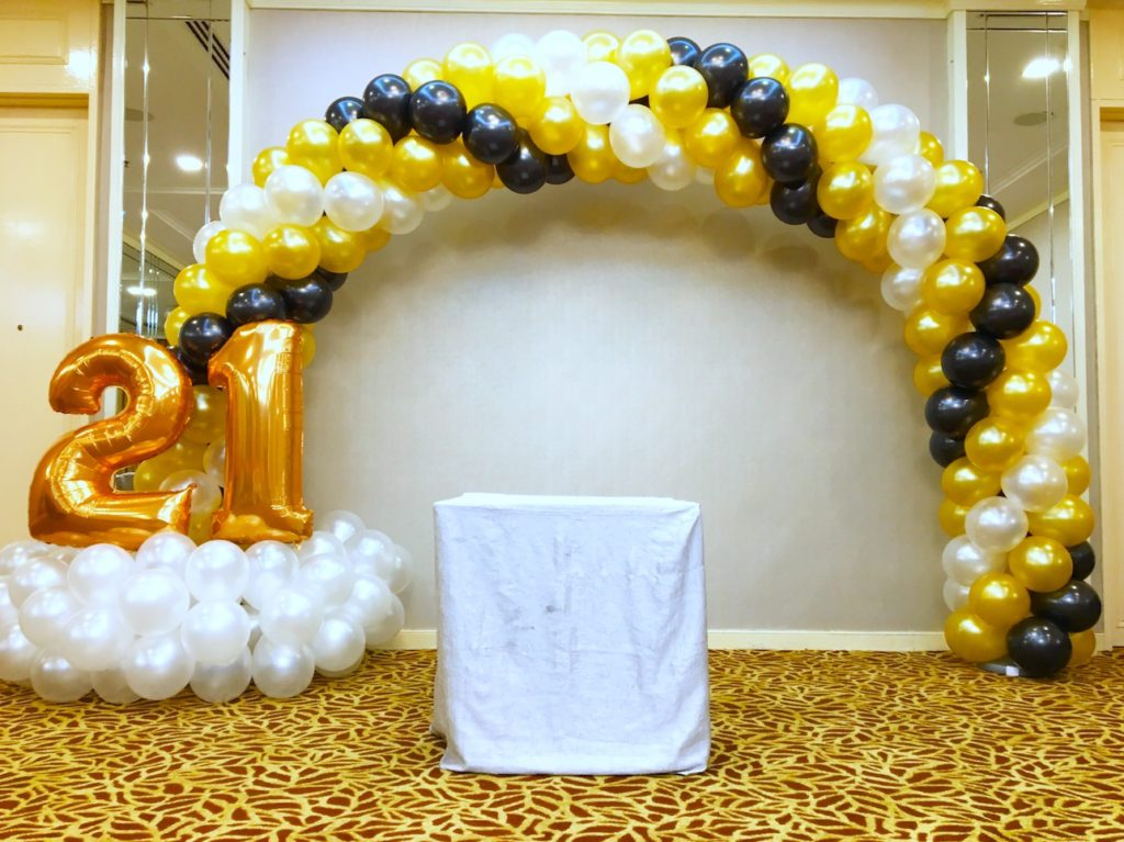 21st party balloon arch