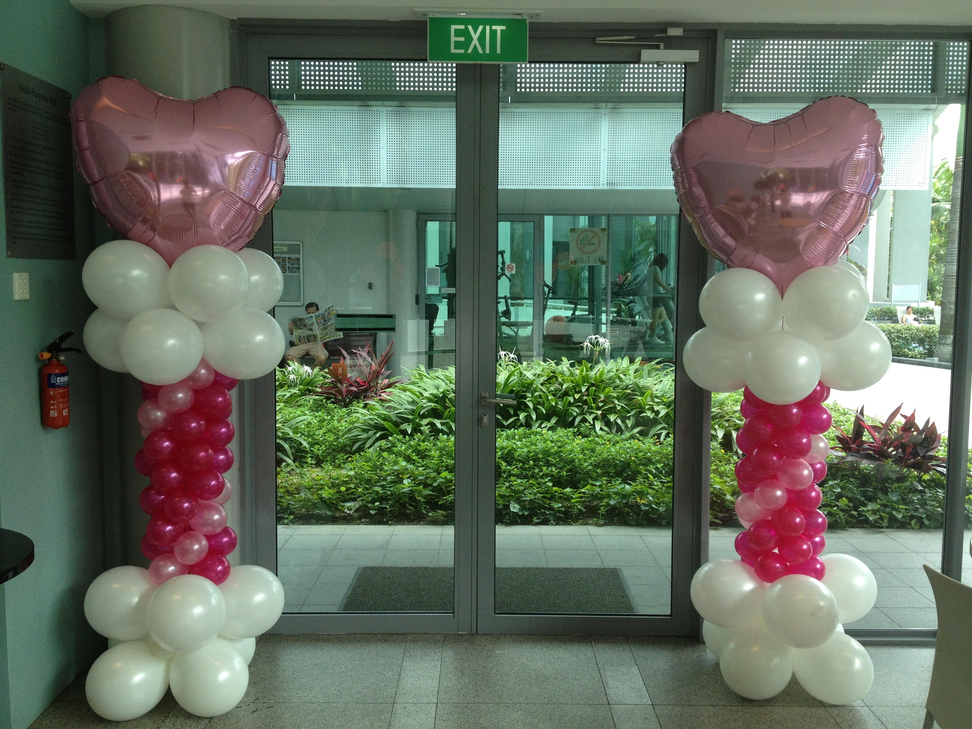 Advance balloon columns heart that balloons for Balloon column decoration
