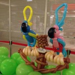 Balloon Parrot Sculpture by Kaden