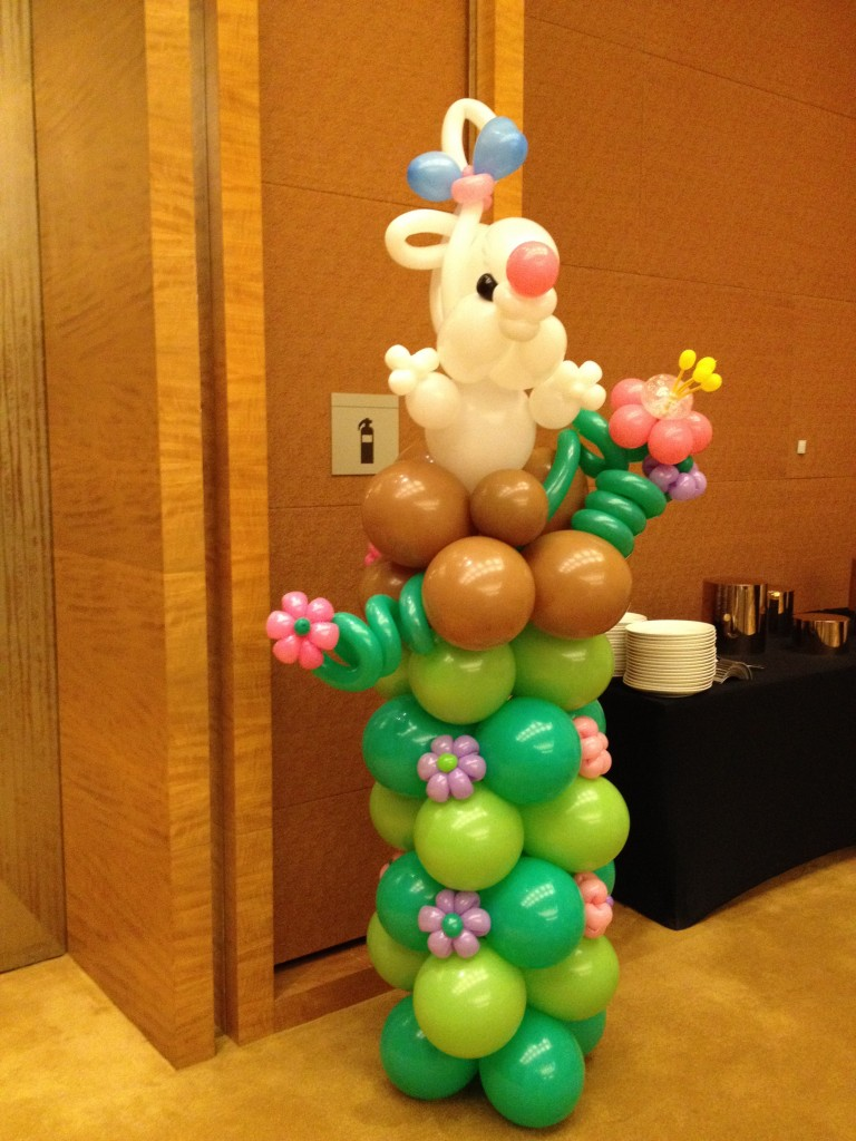 Balloon rabbit column that balloonsthat balloons for Balloon column decoration