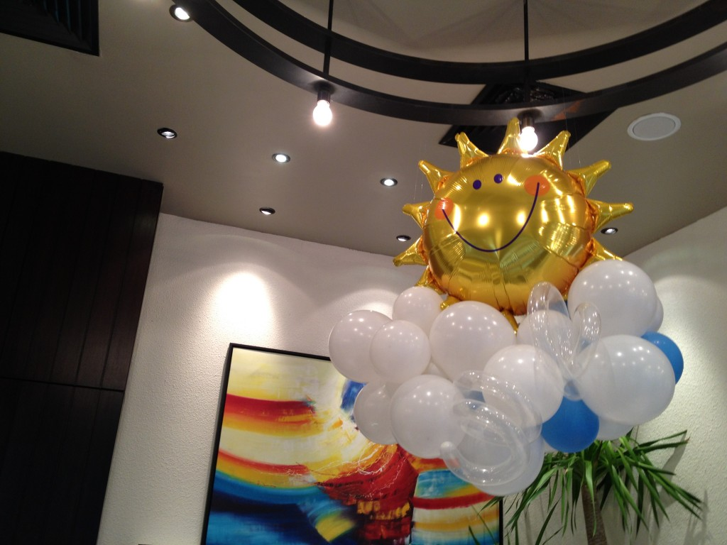Balloon sun decoration that balloonsthat balloons for Balloon cloud decoration