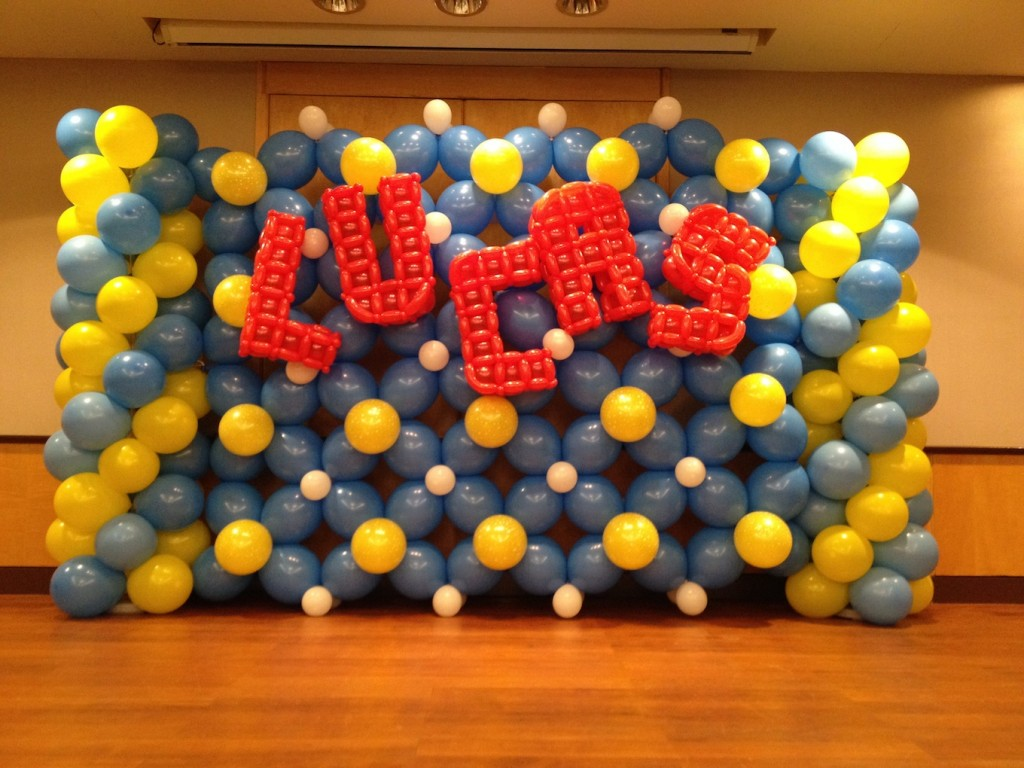 Balloon wall display that balloonsthat balloons for Balloon decoration on wall for birthday