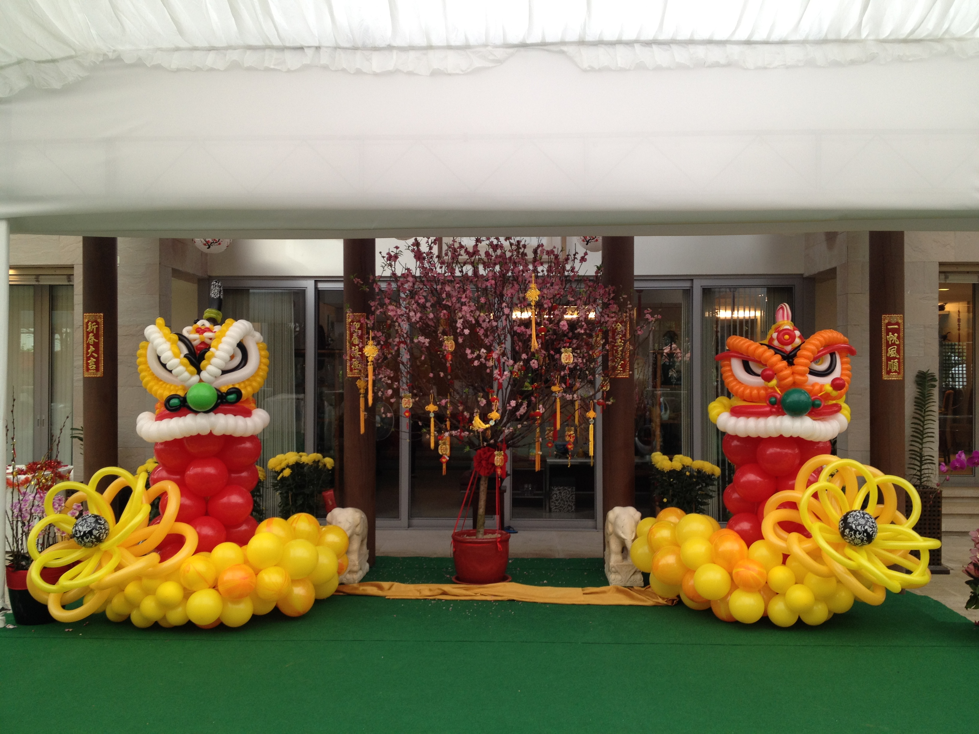 Chinese New Year Balloon Decorations | THAT Balloons