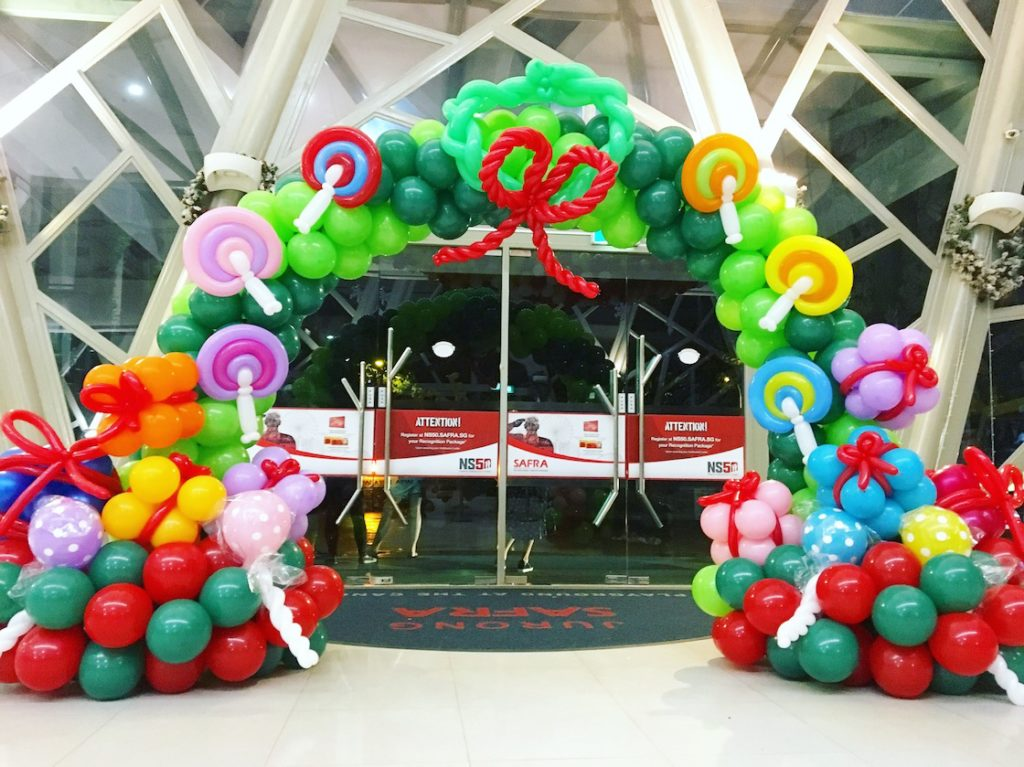 we have already done the first christmas decoration for the year 2017 at safra jurong and heres how it looks like christmas balloon arch