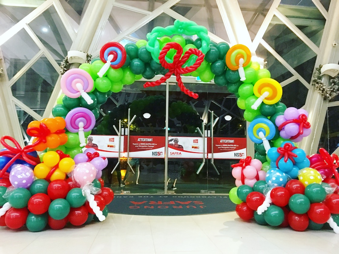 Christmas balloon arch deocration safra that balloons for Christmas arch diy