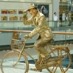 Singapore Living Statue