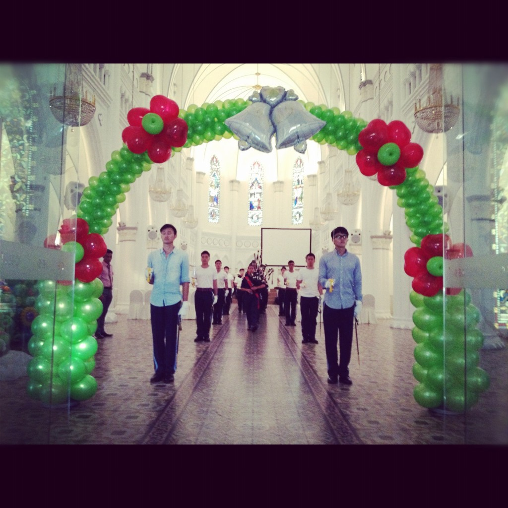 Arch decorations for weddings turquoise and coral wedding for Arch balloons decoration