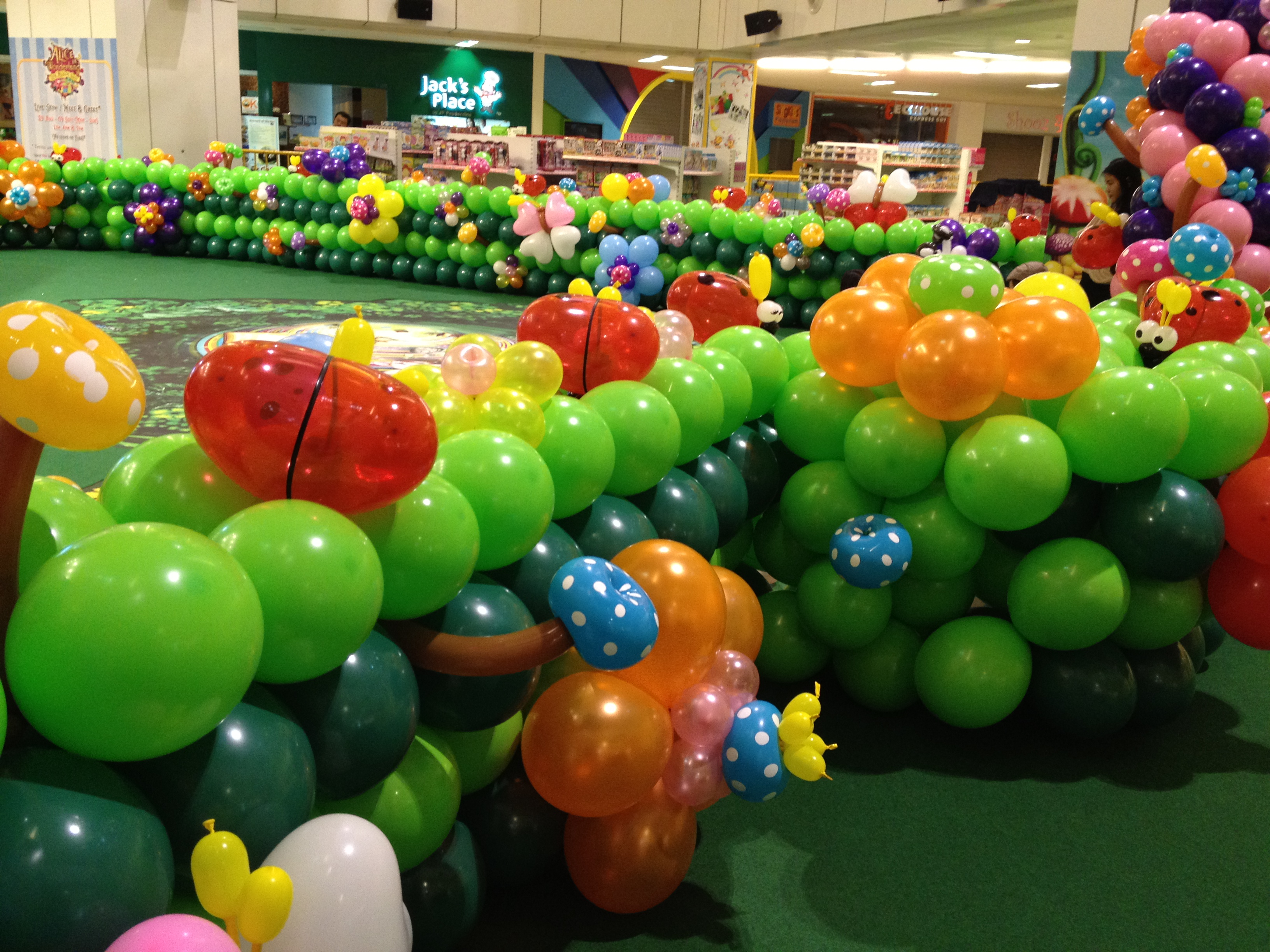 Balloon decorations at united square that balloons for Balloon decoration balloon decoration