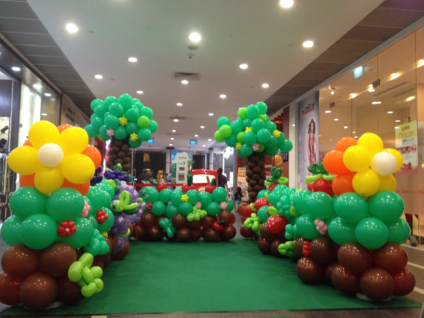 Balloon garden at yew tee point that balloons for Balloon decoration birthday party chennai