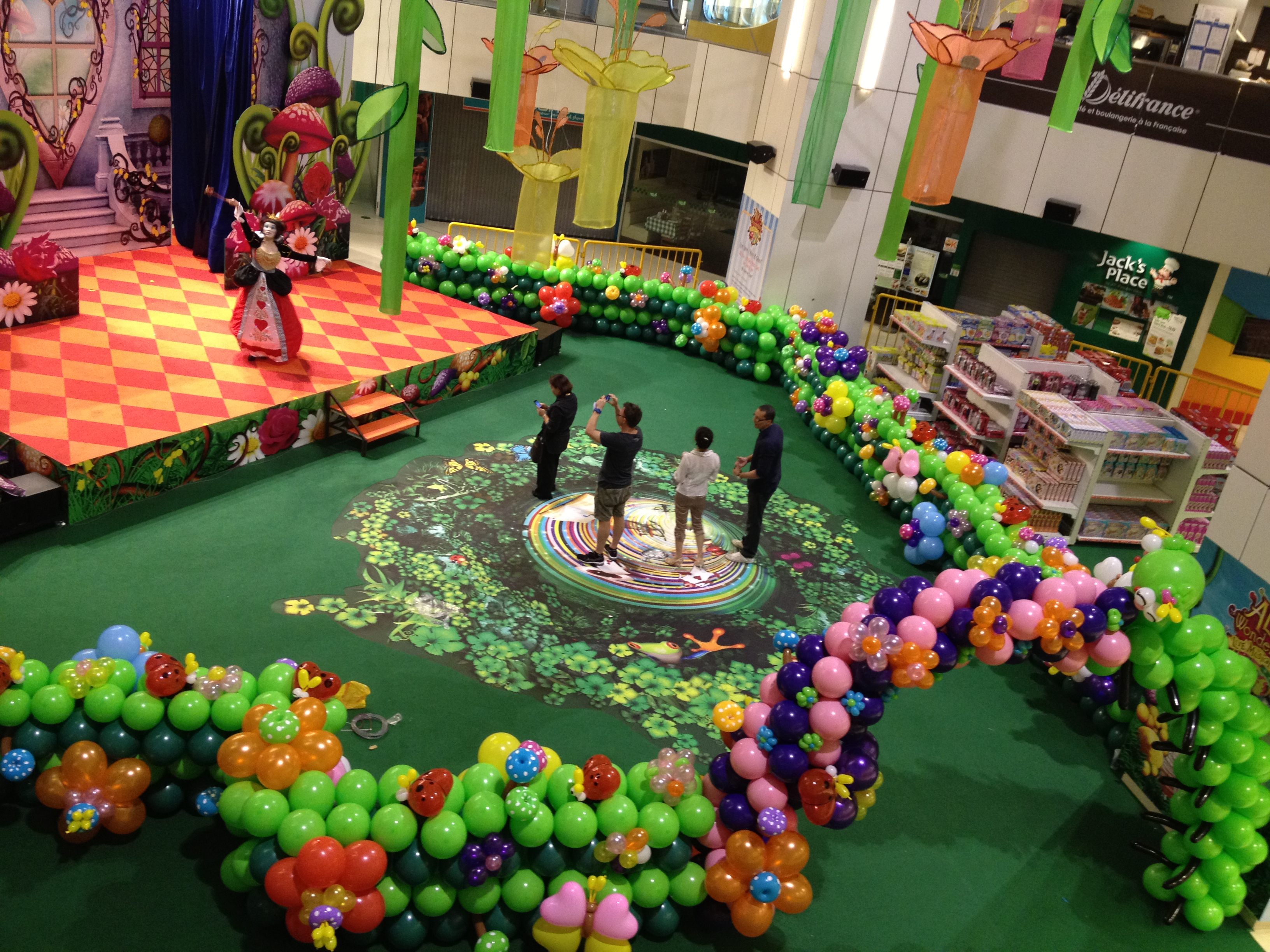 Singapore balloon garden decoration that balloons for Home decorations with balloons