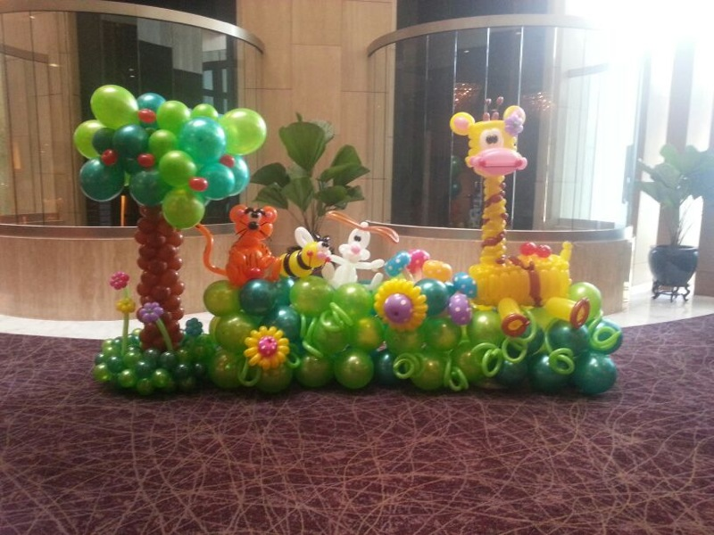 Animal Balloon Backdrop Display