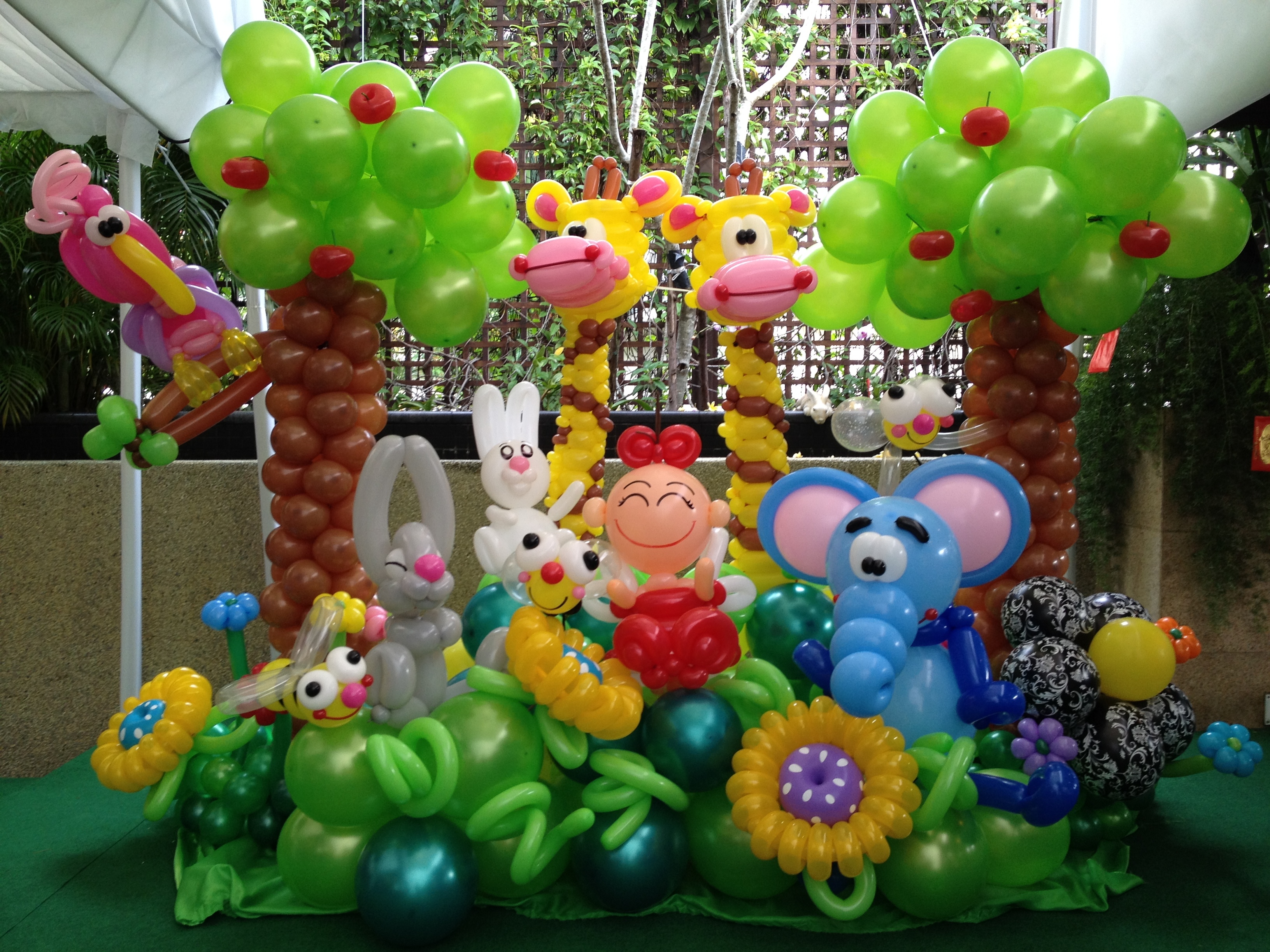 Premium garden balloons backdrop display that balloons for Balloon decoration designs