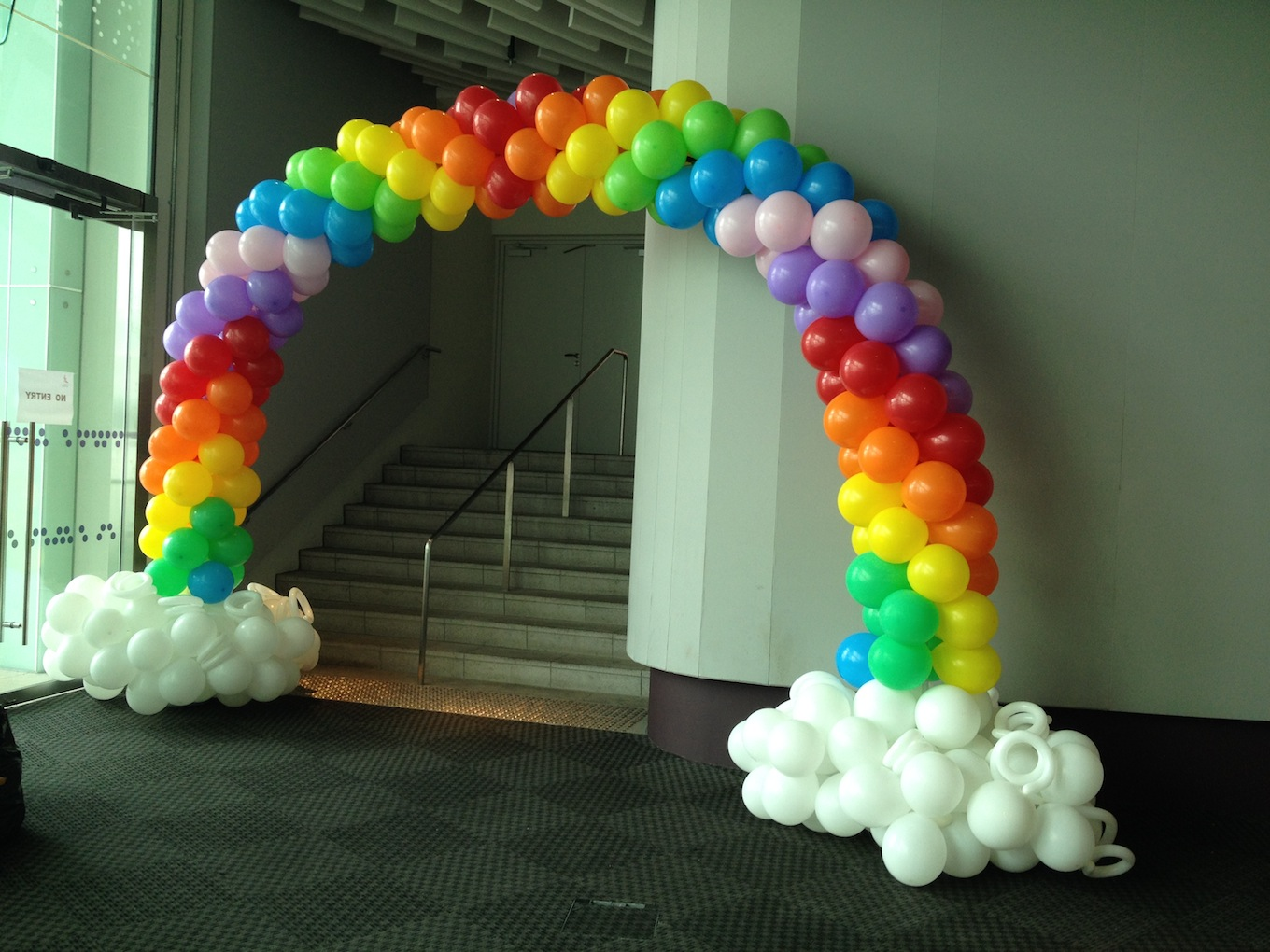 Balloon rainbow arch singapore that balloons for Balloon decoration arches