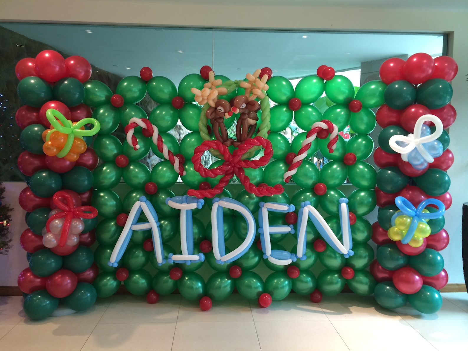 balloon christmas backdrop display