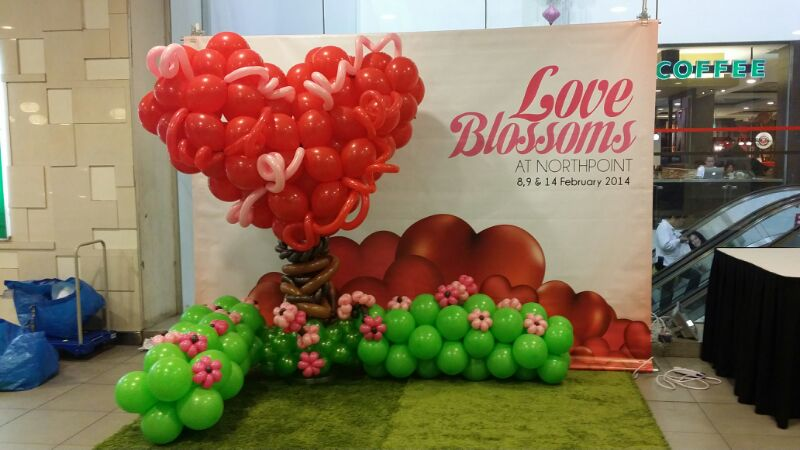 Love balloons that balloons Valentine stage decorations
