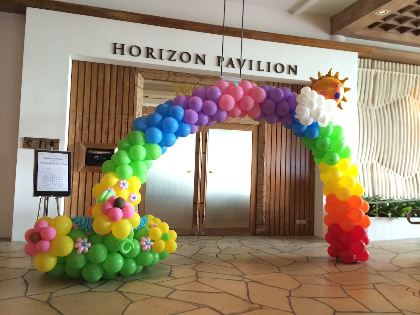 Rainbow balloons that balloons for Balloon arch decoration ideas