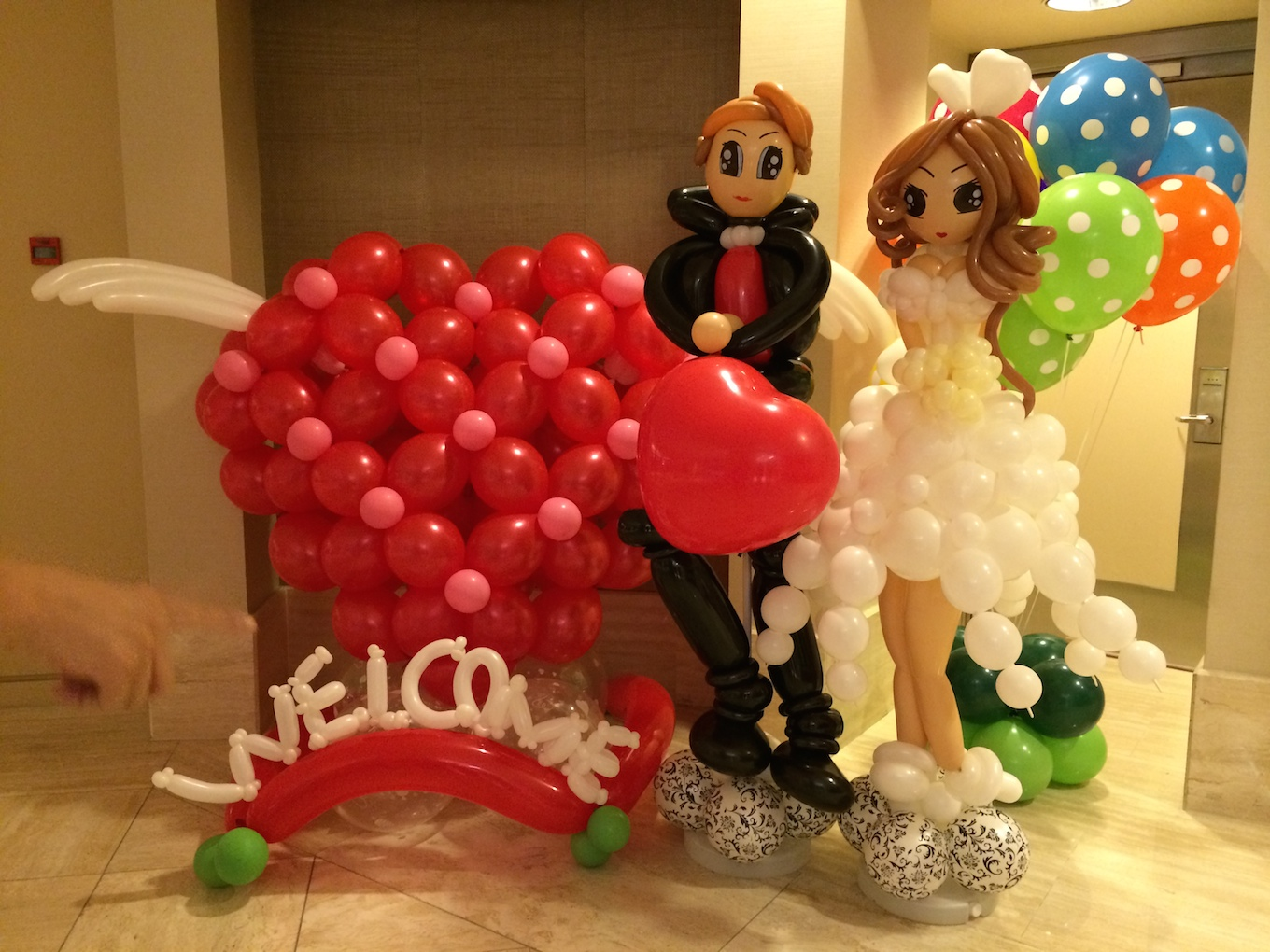 Weddings instant photobooths balloon decorations wedding for Balloon decoration for weddings