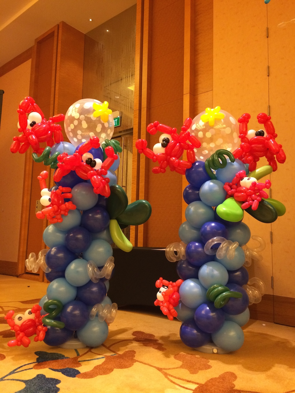 Balloon Crab Sculpture That Balloons