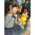 Balloon Duckling on hand