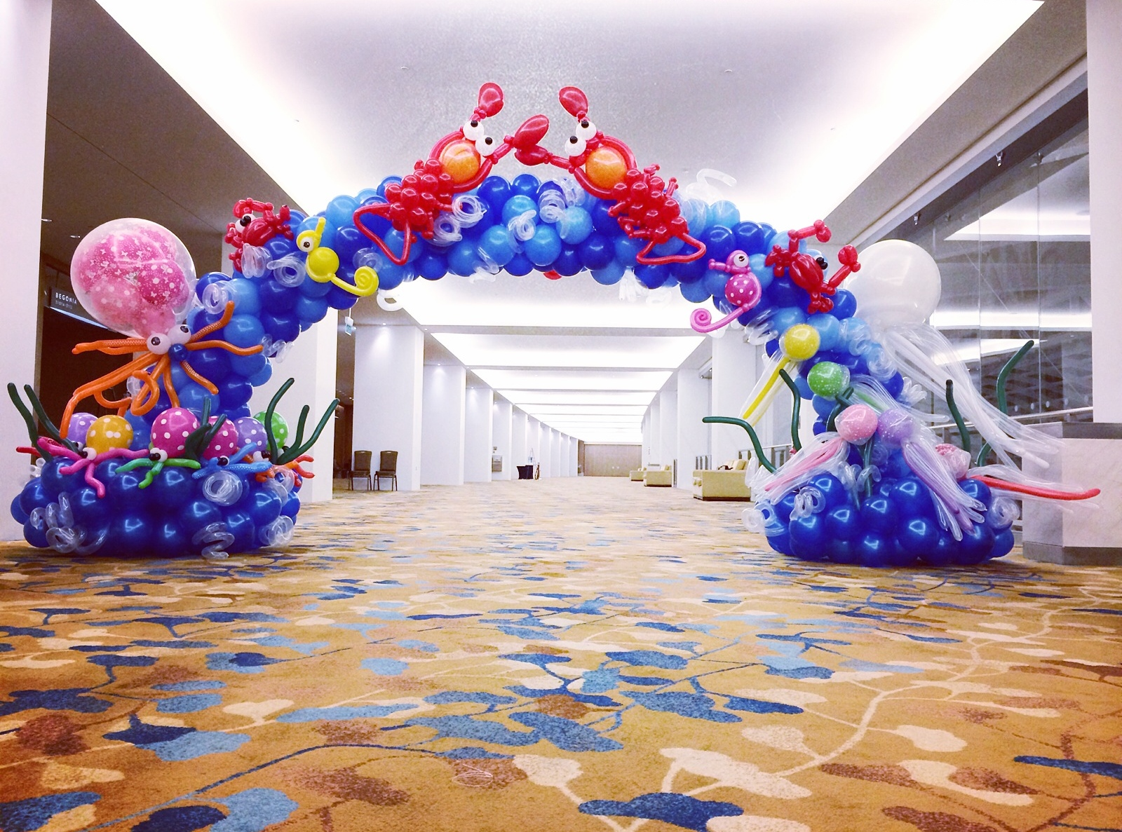 Underwater theme balloon arch that balloons for Arch decoration supplies