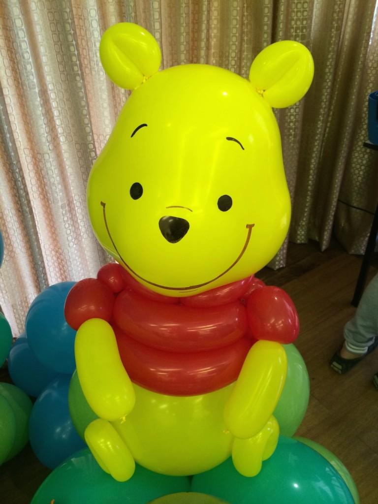 Winnie the pooh balloon sculpture