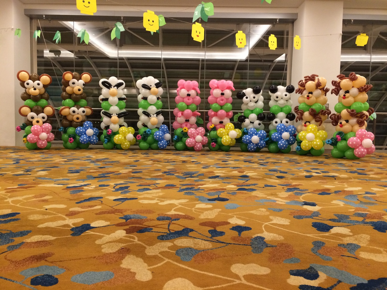 Balloon animals columns that balloons for Animals decoration