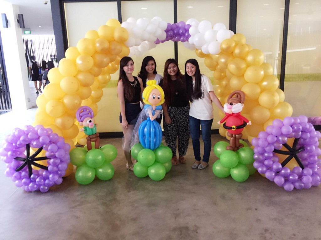 Balloon backdrop decorations that balloons for Balloon backdrop decoration