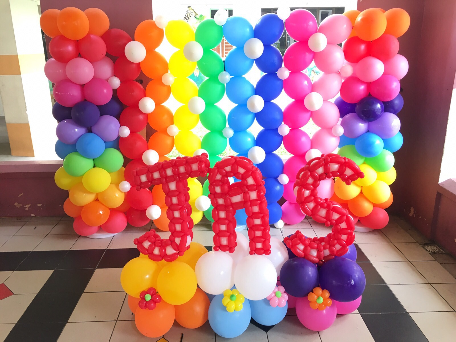 Rainbow Balloon Decorations That Balloons