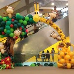 Giraffe and Monkey Balloon Arch by Lily Tan 1024x768