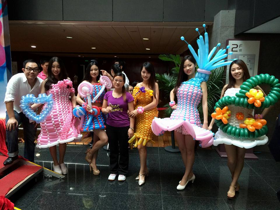 Guang Zhou balloon dress show