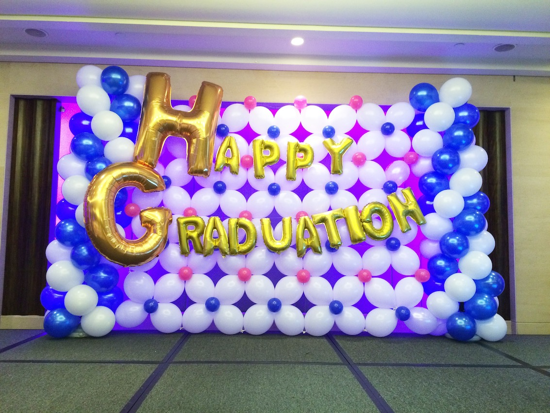Happy graduation balloon backdrop singapore that balloons for Balloon decoration ideas for graduation
