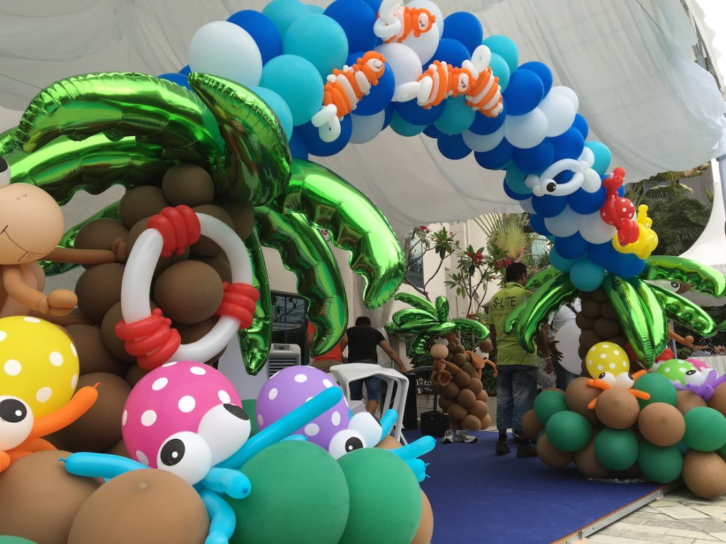 Beach Theme Balloon Arch