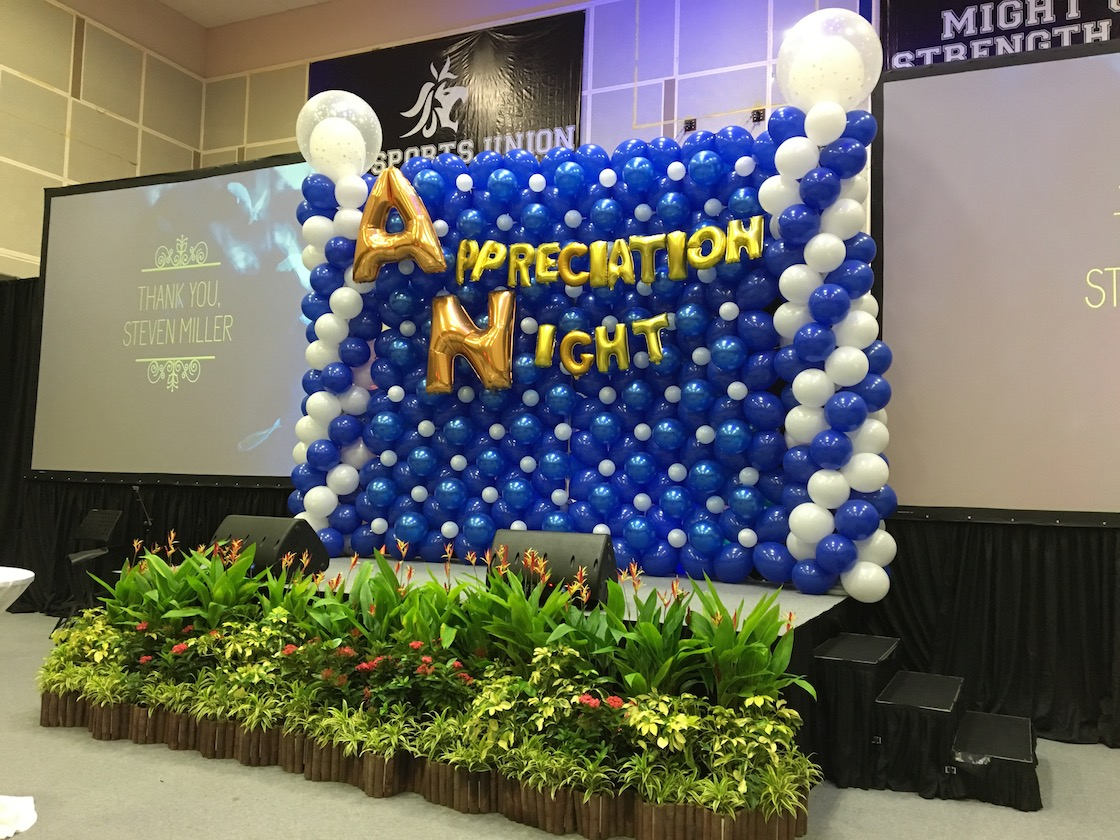 Large balloon stage backdrop that balloons for Balloon backdrop decoration