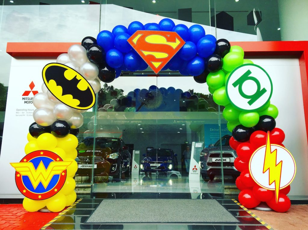 balloon-superhero-arch-decoration