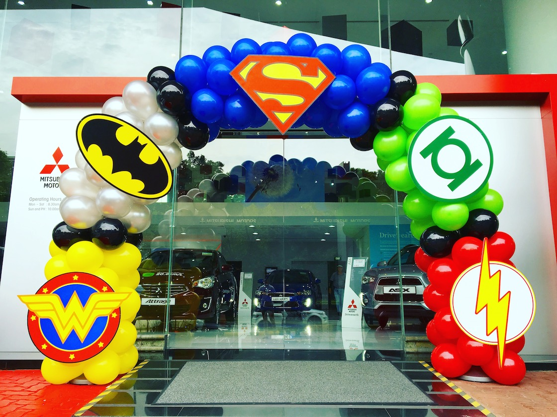 Balloon superhero arch decoration that balloons for Decoration chambre super heros