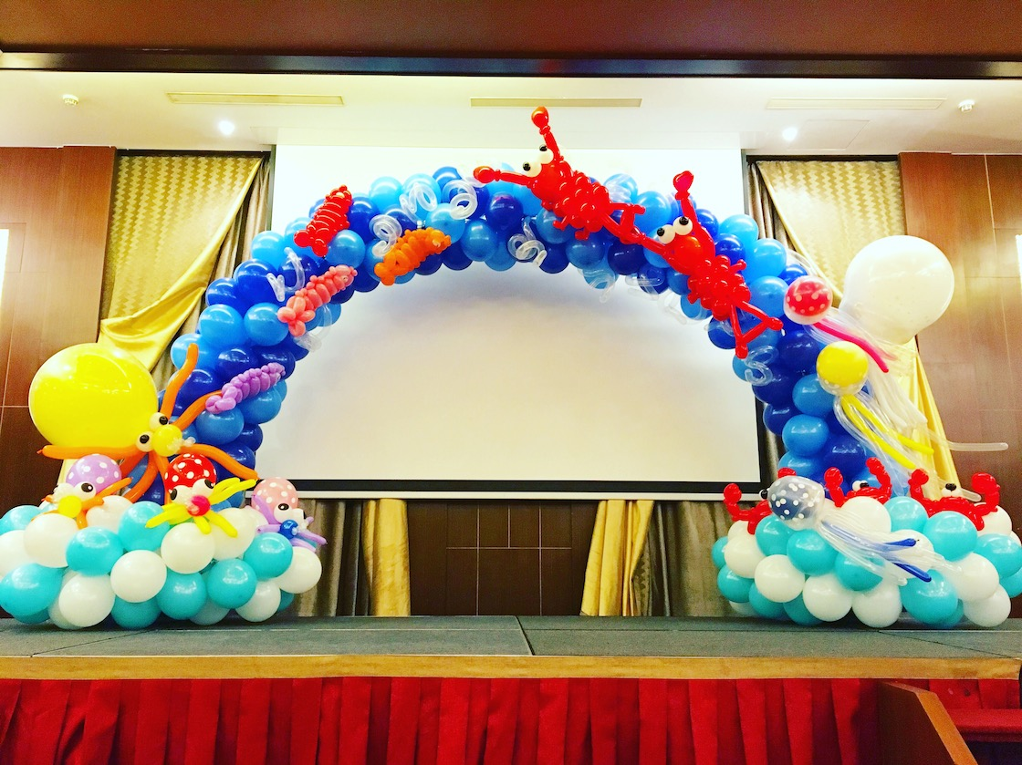 Balloon underwater arch decoration that balloons for Balloon decoration for stage