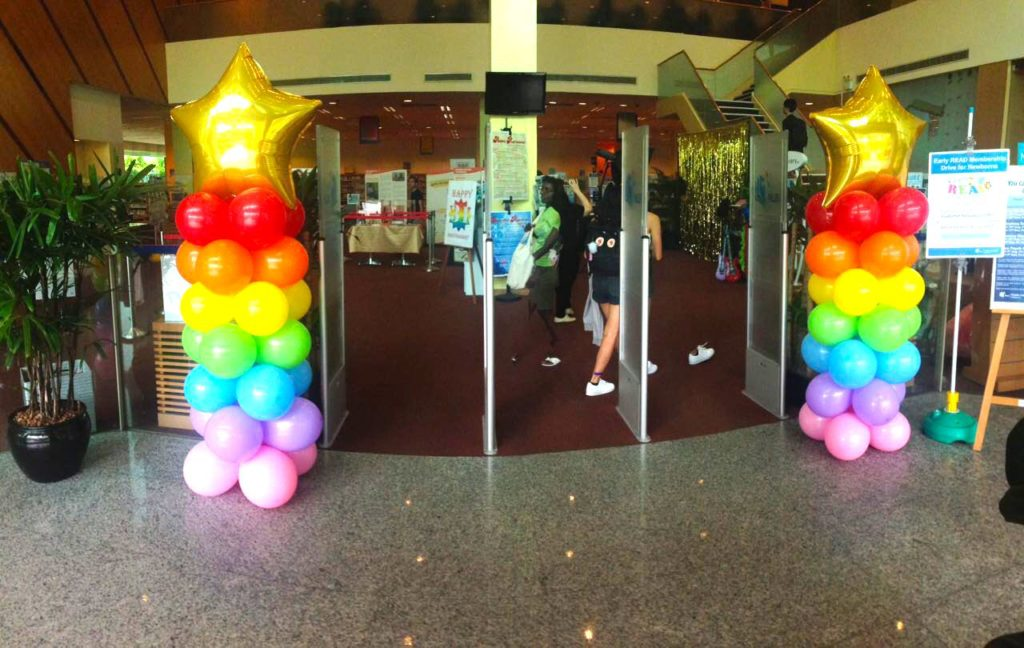 gold-star-balloon-pillars-entrance