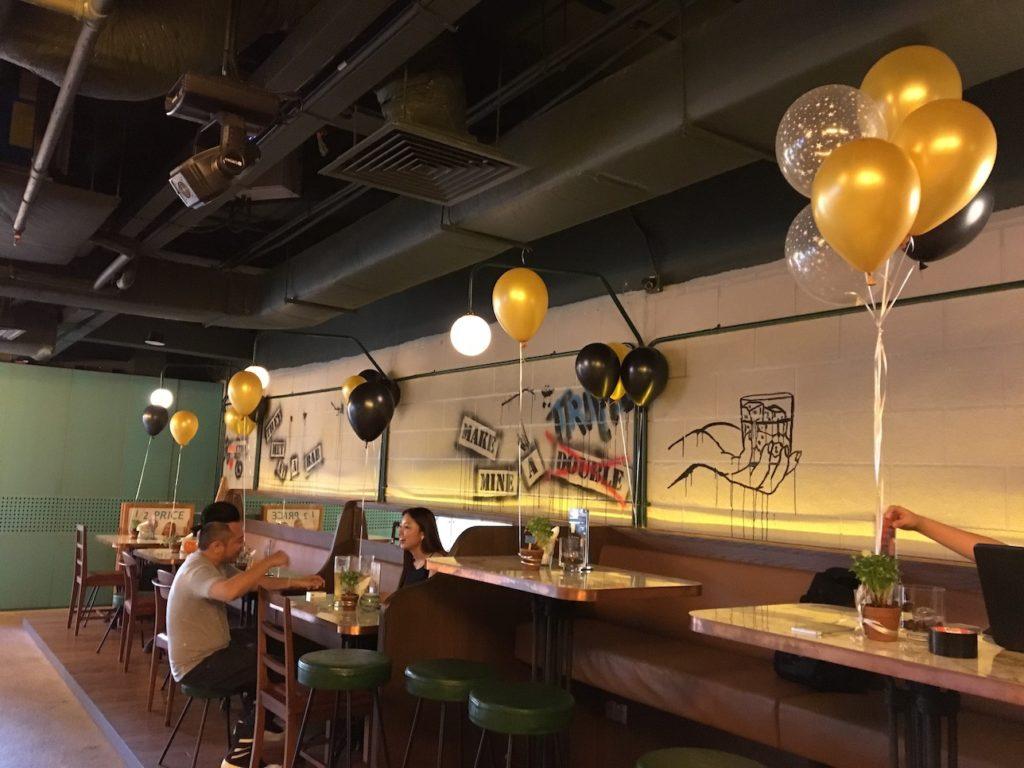 gold-black-helium-balloons