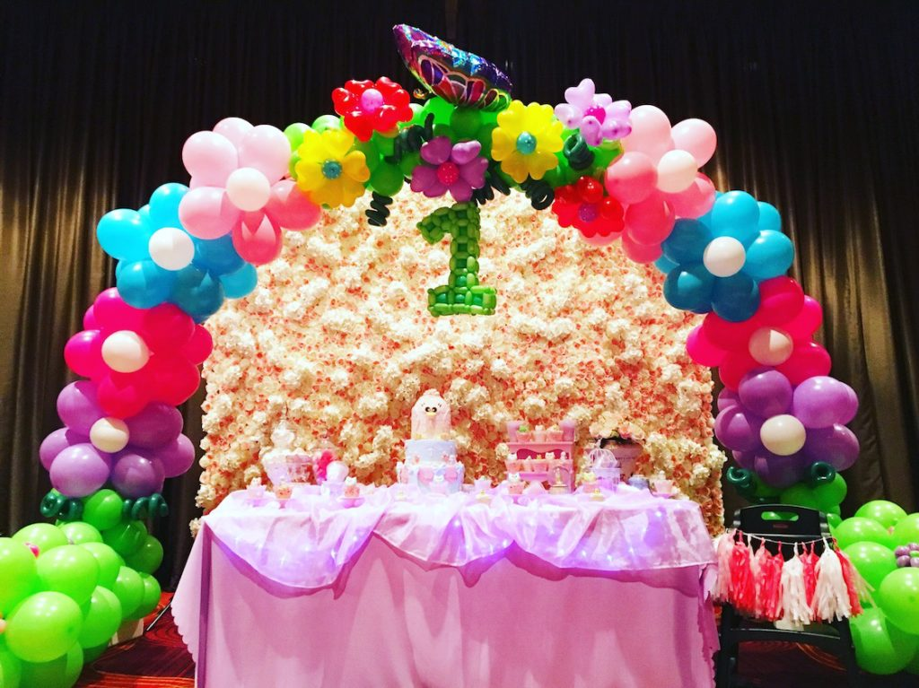 flower-theme-balloon-arch