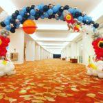 space-theme-balloon-arch