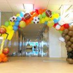 sports-theme-balloon-arch
