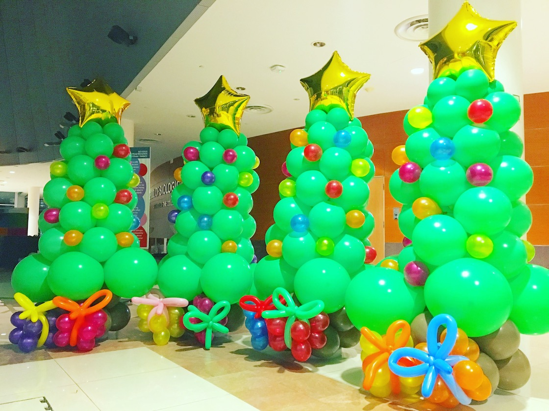 Christmas Tree Balloon.Balloon Christmas Tree With Presents That Balloons