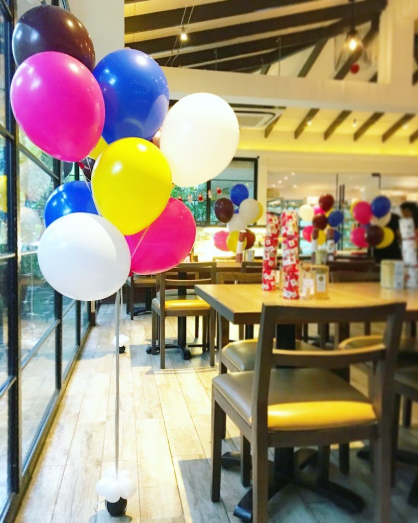 helium-balloons-bundle-in-restaurant