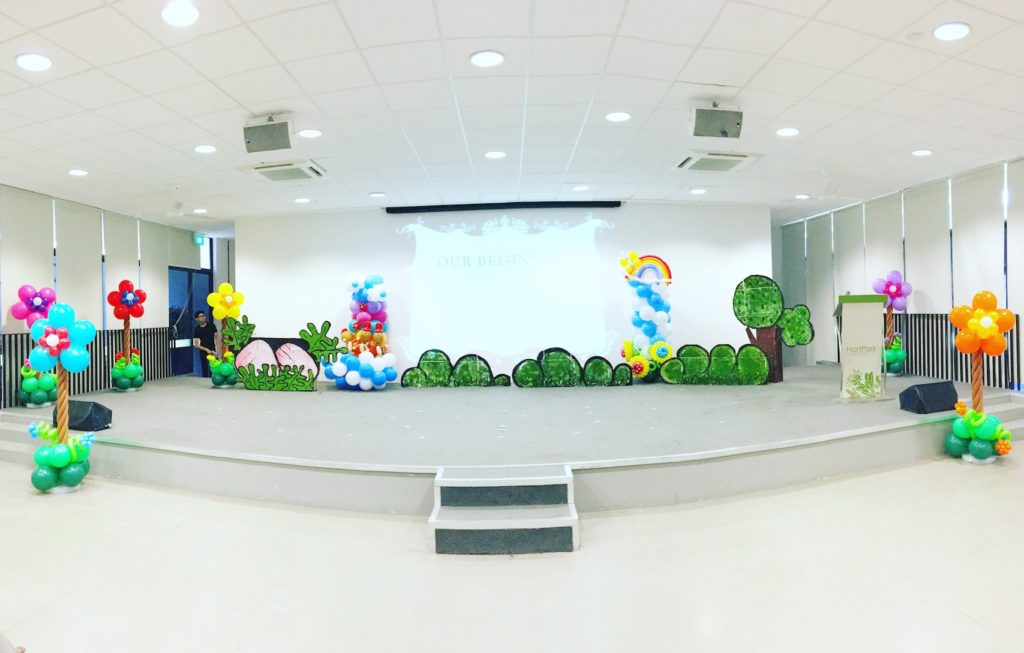 stage-flower-balloon-decorations