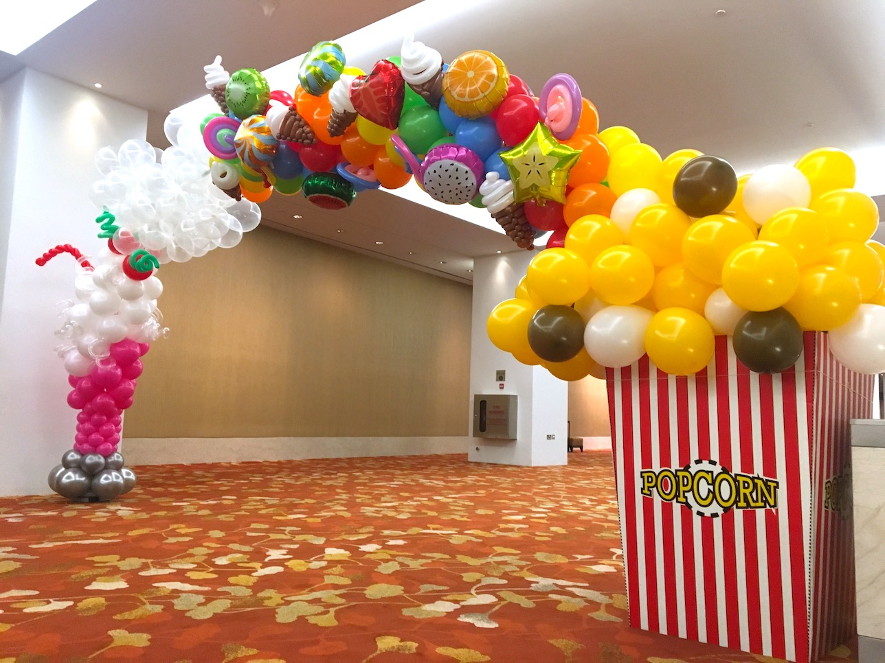 Balloon dessert arch that balloons for Balloon decoration for corporate events
