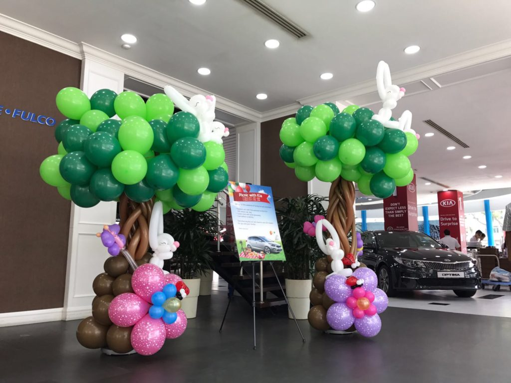 Balloon Tree with Rabbits Column