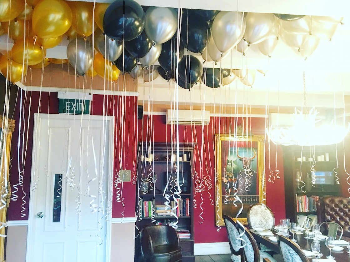 Floating balloons on ceiling that balloons for Balloon decoration for corporate events