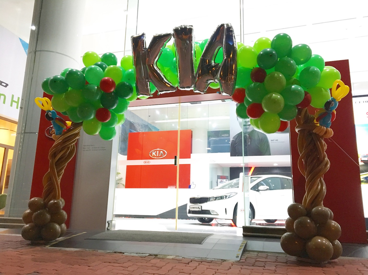 Kia balloon arch that balloons for Balloon decoration for corporate events