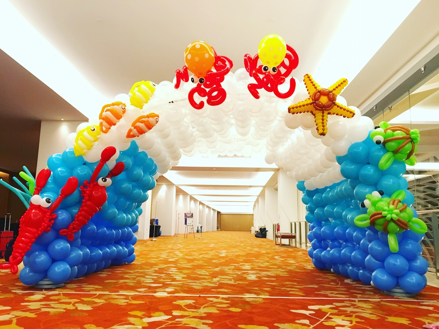 Underwater balloon tunnel decoration that balloons