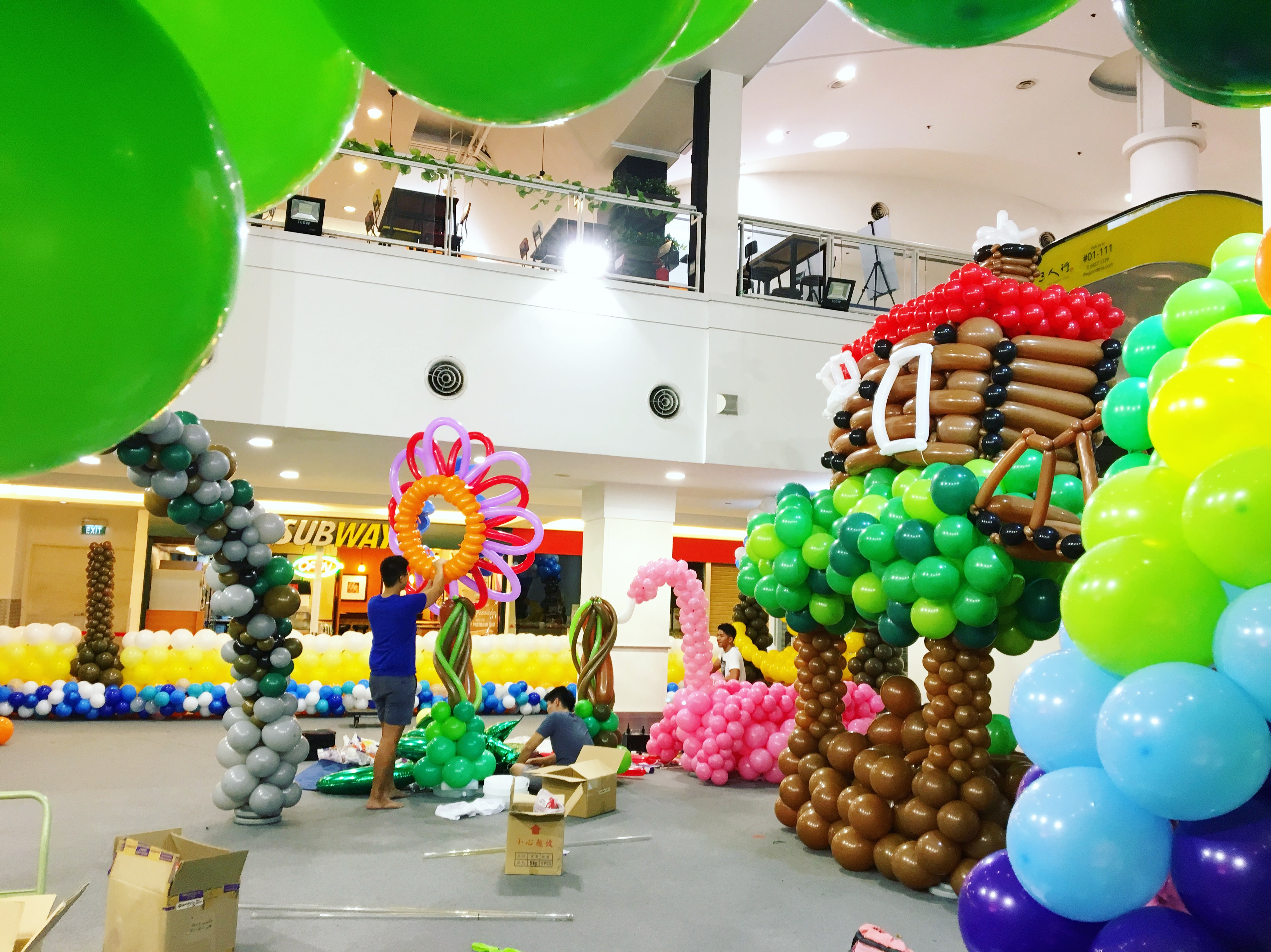 Balloon exhibition set up that balloons